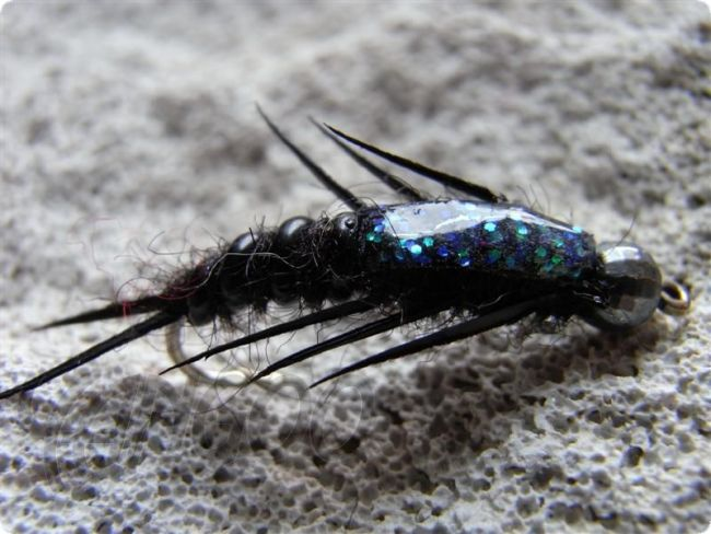 Yangoo Disco M Shade Stonefly Black barbed Nymphe